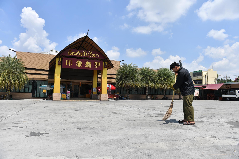 Ảnh minh họa : Ton Tam Rap Thai, một nhà hàng nổi tiếng đón du khách Trung Quốc tại Bangkok, đóng cửa do thiếu vắng khách vì dịch Covid-19. Ảnh 06/03/2020.