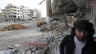 FSA fighter in Haresta, Damascus, 7 Feb 2013