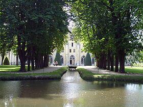 羅伊奧蒙特修道院的運河及修士樓