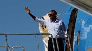 Tổng thống Mỹ Barack Obama lên phi cơ ngày 31/08/2016 để lên đường bắt đầu chuyến công du châu Á, tham dự hội nghị thượng đỉnh G20 tại Trung Quốc, và EAS tại Lào.
