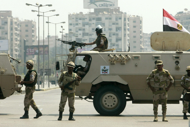 L'armée égyptienne reste déployée dans les rues du Caire, ce jeudi 4 juillet 2013.