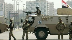 L'armée déployée dans les rues du Caire, jeudi 4 juillet 2013.