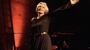 L'actrice et chanteuse Marie Laforêt, lors de son spectacle «Marie chante Laforêt» le 12 septembre 2005, au Théâtre des Bouffes Parisiens.
