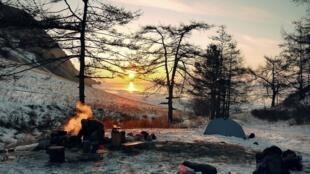 Camp de survie en hiver en Sibérie