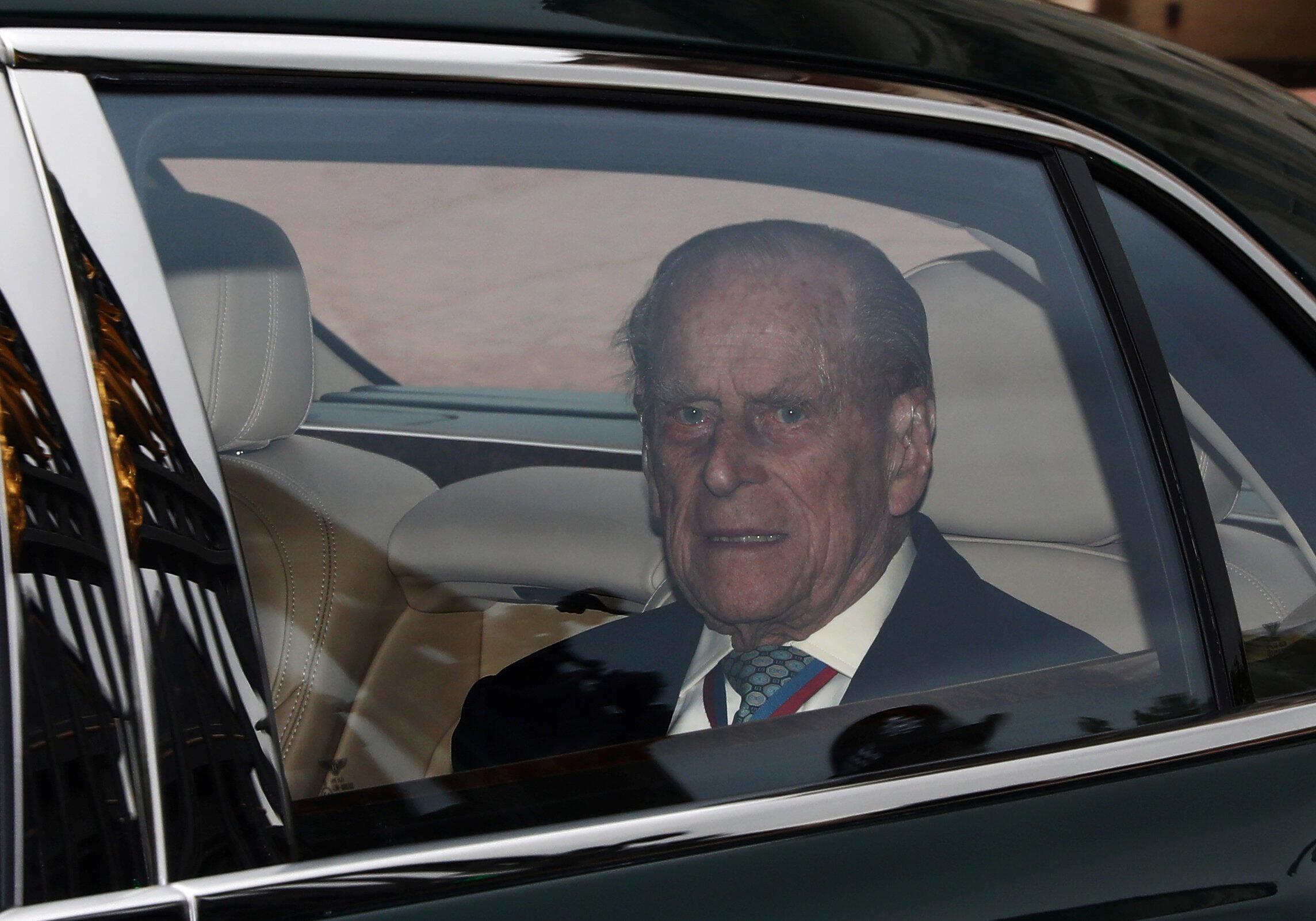 O príncipe Philip, marido da rainha Elizabeth II da Inglaterra, anunciou que abandonará os compromissos públicos no outono.