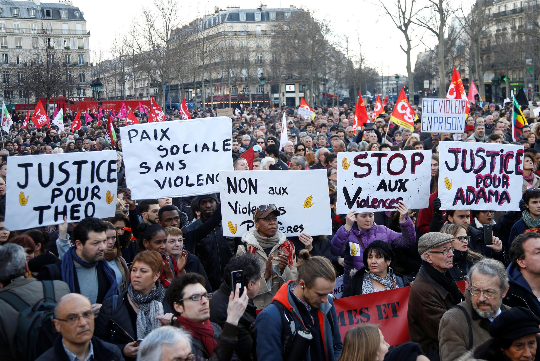 Акция за справедливое расследование инцидента с жестоким задержанием 22-летнего Тео и против насилия со стороны полиции, Париж, 18 февраля 2017 г.