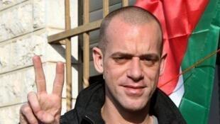 Le Franco-Palestinien Salah Hamouri lors de sa libération le 19 décembre 2011 à Dahyat, près de Ramallah. Il vient d'être arrêté à nouveau.