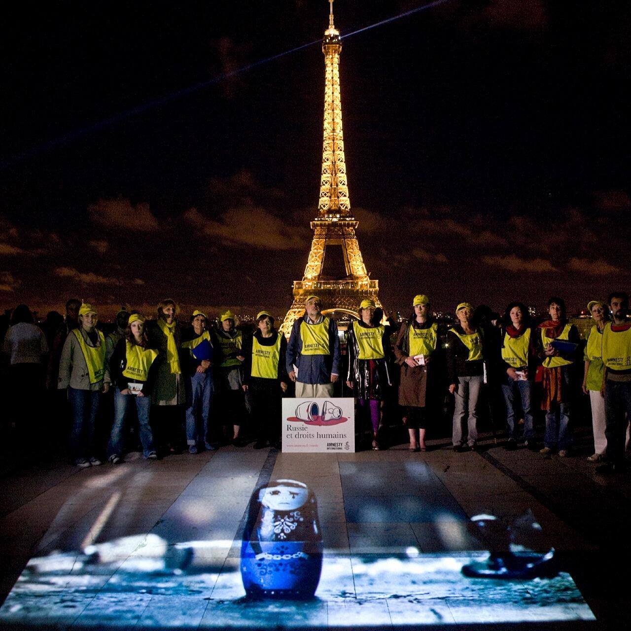 Акция Международной Амнистии на эспланаде Трокадеро