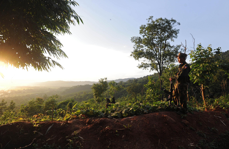 Mvutano kati ya wanajeshi na baadhi ya makabila mengi nchini Myanmar umeongezeka tangu mapinduzi ya kijeshi yaliyomng'a mamlakani Aung San Suu Kyi tarehe 1 Februari.