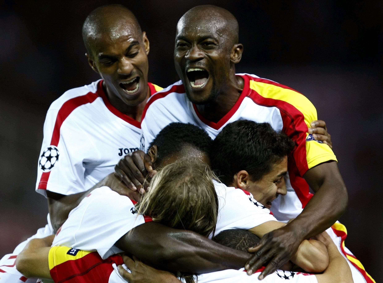 Wachezaji wa klabu ya Uhispania ya Sevilla washerehekea ushindi wao dhidi ya Liverpool.
