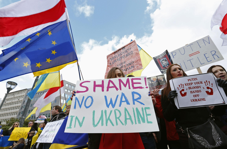 Protesto em Bruxelas contra o conflito na Ucrânia.