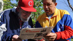 In the news - Fidel Castro (L) andHugo Chavez read Gramna before the cameras