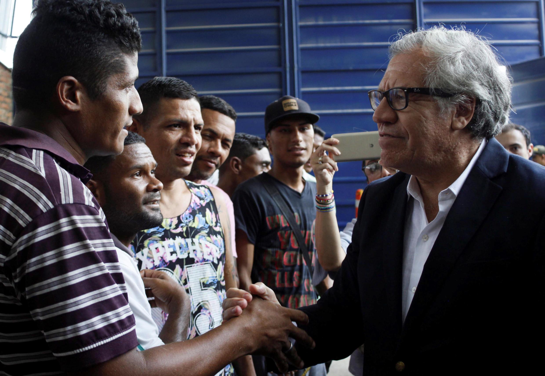 Luis Almagro, Secretário Geral da OEA, recebido calorosamente pelos venezuelanos que encontrou a caminho da Colômbia, sexta-feira, 14 de setembro de 2018.