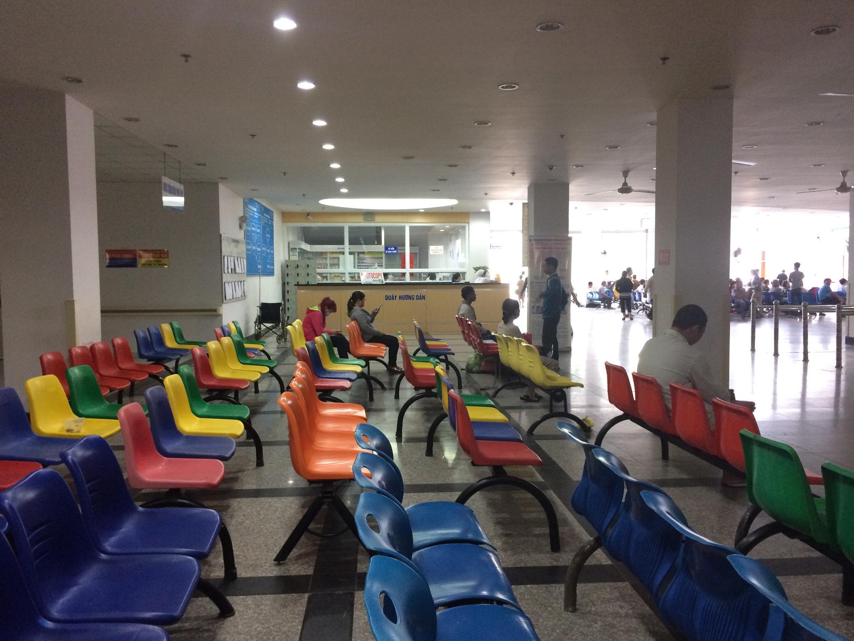 Phòng chờ khám bệnh của Bệnh viện Đa khoa thành phố Cần Thơ.