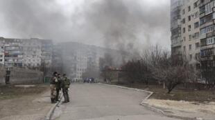 Mais de 30 pessoas morreram depois dos bombardeios neste sábado (24) na cidade portuária de Mariupol, no leste da Ucrânia.