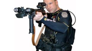Foto del autor del  manifiesto  '2083 – Una declaración europea de independencia' puesta en línea en internet antes de los ataques del 22 de julio. El  manifiesto está firmado por Andrew Berwick, adaptado de su nombre Anders Behring Breivik.