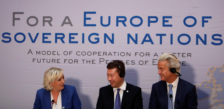 Trois leaders politiques d'extrême droite européens: la Française Marine Le Pen, Le Tchèque Tomio Okamura et le Néerlandais Geert Wilders, à Vienne, le 16 décembre 2017.