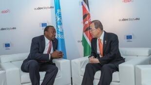 Rais wa Kenya, Uhuru Kenyatta akizungumza na katibu mkuu wa umoja wa Mataifa, Ban Ki Moon mjini Brussels, Ubelgiji 15 Juni 2016