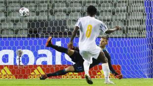 L'Ivoirien Franck Kessié égalise lors d'un match amical face à la Belgique (1-1), à Bruxelles, le 8 octobre 2020.