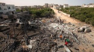 Restos de uma fábrica de queijo destruída durante ataque aéreo israelense.