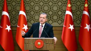 Tổng thống Thổ Nhĩ Kỳ  Tayyip Erdogan tại cuộc mít tinh ngày 02/08/2016 tại Ankara đã lớn tiếng chỉ trích phương Tây đứng đằng sau vụ đảo chính hụt hôm 15/07.