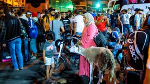 A la veille de l'Aïd, le gouvernement marocain a annoncé le reconfinement de 8 villes, provoquant des scènes de chaos et des embouteilages massifs, comme ici, à Casablanca.