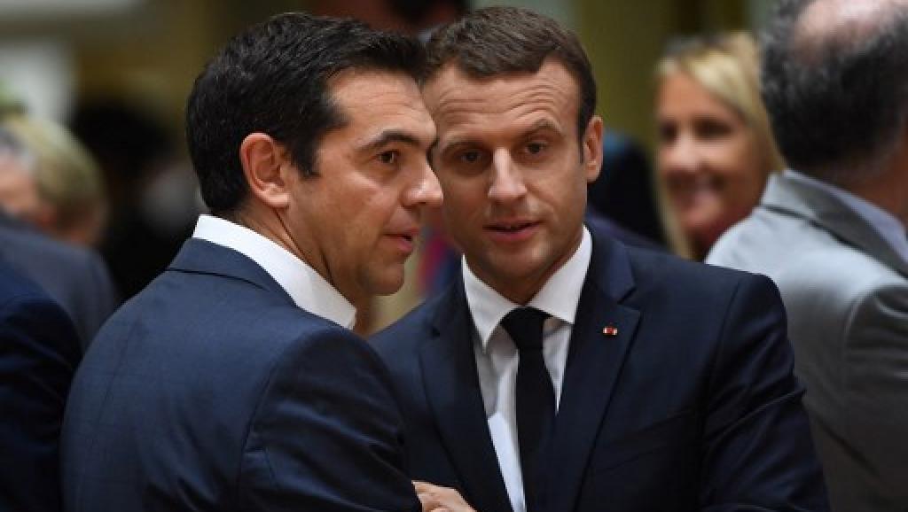 Le Premier ministre grec Alexis Tsipras et le président français Emmanuel Macron lors de son premier sommet européen à Bruxelles, le 22 juin 2017.