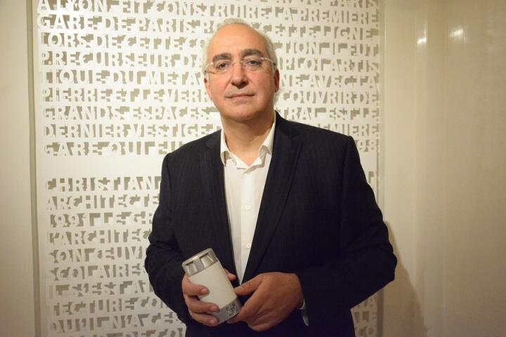瑞士企業AAQIUS的總裁Stéphane Aver在馬拉喀什氣候峰會上介紹企業的產品氫氣電池,2016年11月。
