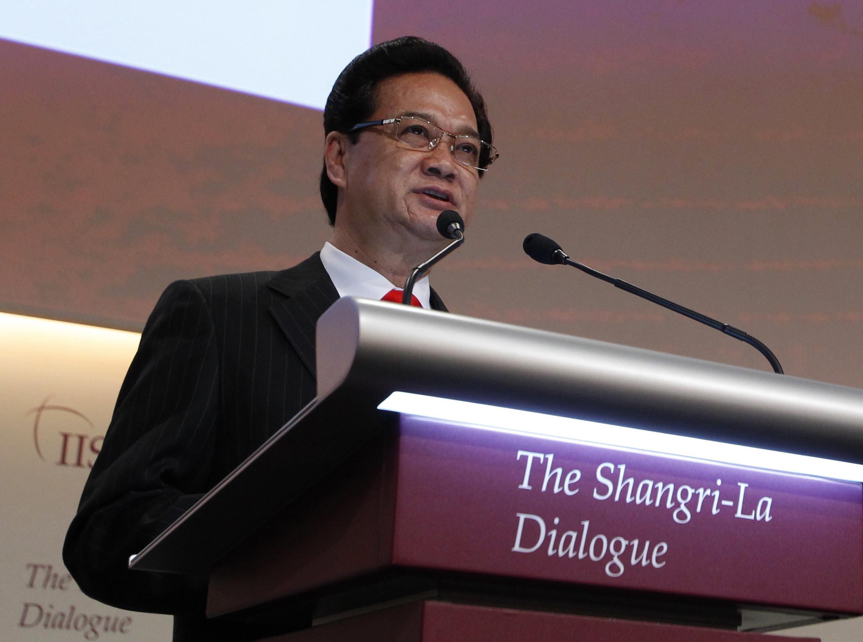 Thủ tướng Nguyễn Tấn Dũng đọc diễn văn đề dẫn cho hội nghị an ninh khu vực -  Đối thoại  Shangri-La  tại Singapore ngày 31/05/2013.