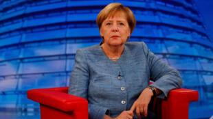 Violência de extremistas e perseguição de imigrantes preocupam chanceler alemã, Angela Merkel