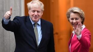 Fira Ministan Birtaniya Boris Johnson tare da shugabar hukumar gudanarwar kungiyar tarayyar Turai Ursula von der Leyen.