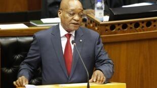 Avec cette augmentation, le président sud-africain Jacob Zuma touchera un salaire annuel de 195 000 euros.