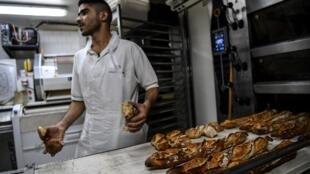 Les boulangers s'inquiètent des répercussions économiques de l'épidémie de coronavirus.