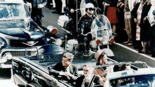 Image prise quelques instants avant que JFK ne soit tué à Dallas (Texas) le 22 novembre 1963.