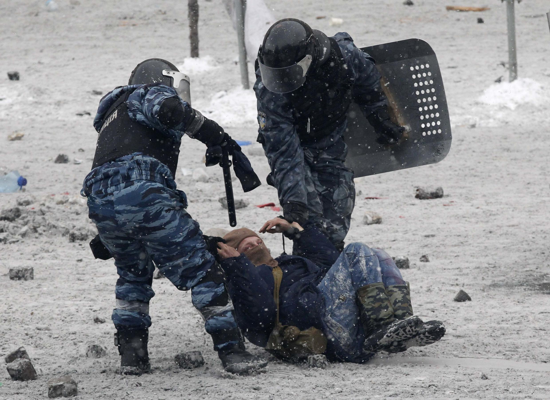 Heurts à Kiev ce 22 janvier entre les manifestants et les forces de l'ordre.