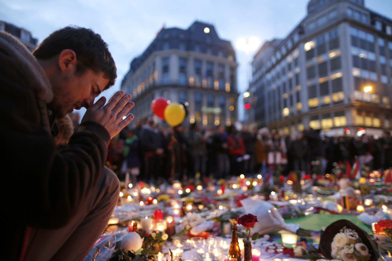 A Praça de la Bourse, em Bruxelles, transformada em memorial.