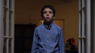 No vídeo da Associação Internacional das Vítimas do Incesto (Aivi), menino associa Natal ao encontro com um membro da família de quem é vítima de agressões sexuais.