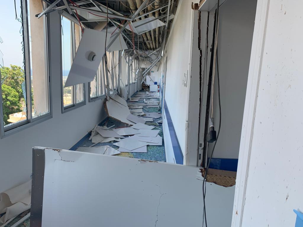 El Hospital Libanés Geitaoui, cercano al puerto, fue destruido por la explosión y tuvieron que llevar a los pacientes a otros hospitales.