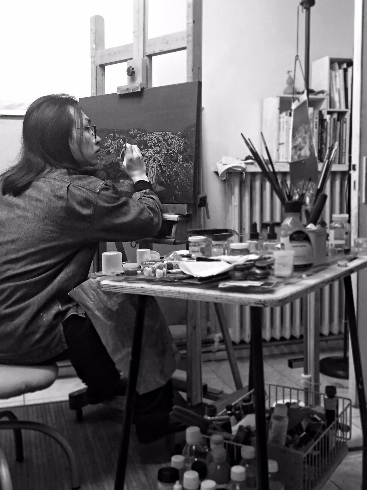 艺术家李东陆在画室创作