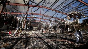 """Fotografía del sitio bombardeado """"por error"""" por la coalición árabe, en Sanaa, Yemen, el 8 de octubre 2016."""