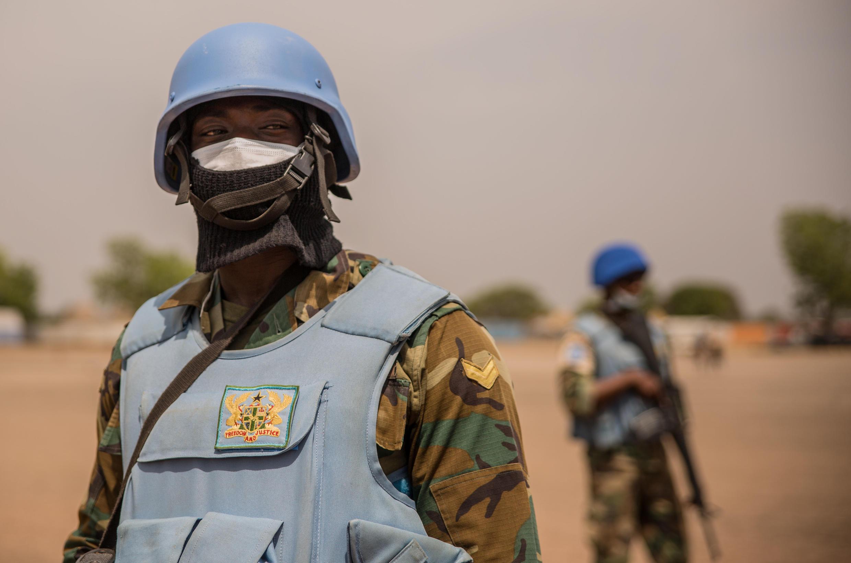 Casques bleus ghanéens de la Mission des Nations Unies au Soudan du Sud (MINUSS) patrouillant le 7 mars 2018 à Leer.