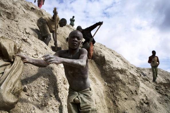 Décembre 2005. Mines de Ruashi, à 20km de Lubumbashi, au Katanga (RDC). 4 000 artisans travaillent dans cette mine.