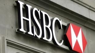 Bilhões de euros teriam sido dissimulados em contas de cerca de 100 mil clientes do HSBC na Suíça.