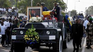Retour au Gabon du corps de l'ancien président gabonais, Omar Bongo, à Libreville, le 11 juin 2009.