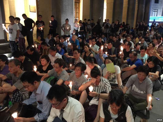 (资料图片)香港支联会2017年6月29日举行烛光集会要求让刘晓波出国治病
