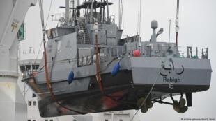 یک قایق گشتی آلمانی که در ماه مارس ٢٠۱٧ به عربستان سعودی ارسال میشود.