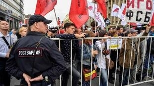 Người biểu tình giương khẩu hiệu  «Nước Nga không kiểm duyệt!» trong cuộc tập hợp tại Matxcơva ngày 26/08/2017. août 2017.