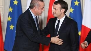 French President Emmanuel Macron (R) and Turkish President Recep Tayyip Erdoganin Paris in January