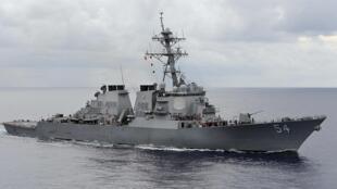 Chiến hạm Mỹ USS Curtis Wilbur ( trong ảnh ) đã đi vào khu vực 12 hải lý chung quanh một đảo do Trung Quốc kiểm soát ở Biển Đông ngày 30/01/2016.