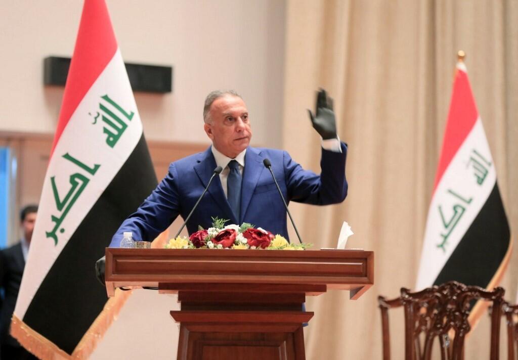 Moustafa al-Khadimi, nommé Premier ministre, prête serment au Parlement, à Bagdad, le 7 mai 2020.